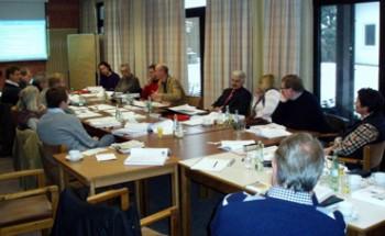 Bürgermeister Zillikens und Vertreter der Verwaltung im Gespräch mit der SPD-Fraktion auf der Haushaltsklausur in Eitorf/Sieg.