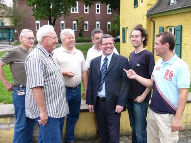 Hans-Josef Schneider (3. von rechts) mit Vertretern des SPD-Gemeindeverbandes bei der Erarbeitung des Wahlprogramms.